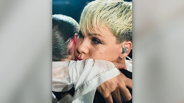 Pink stops concert to comfort the fan who recently lost her mother
